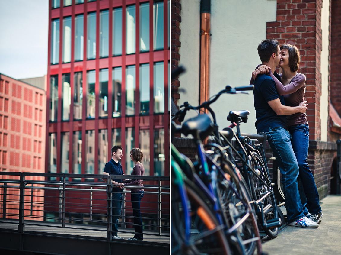 hafencity_shooting_das_Paar_steht_auf_der_Brücke_küsst_sich_neben_Fahrreden